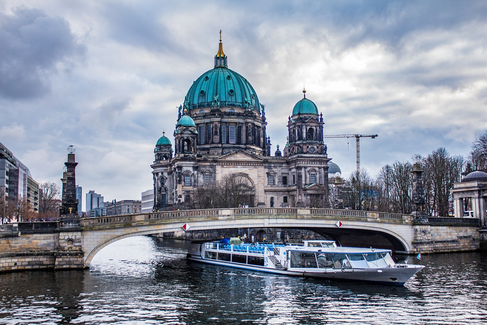 A Tale of 5 Cities: Insider Knowledge about Berlin, Prague, and Beyond